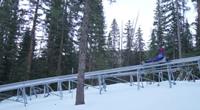 雪堆山惊险刺激的高空滑车
